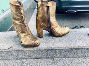The Iconic Gold Boots From Hedwig